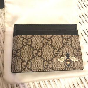 Authentic Gucci Bee Card Case GG Supreme Logo
